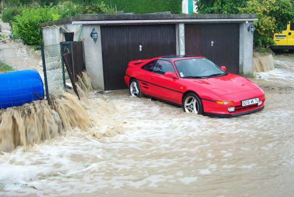 Inondation rue de Guichard (Photo Mme OTSEA, 2007)